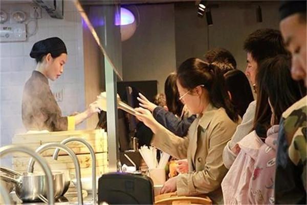 正宗酸菜鱼米饭加盟店铺招到优秀店员技巧