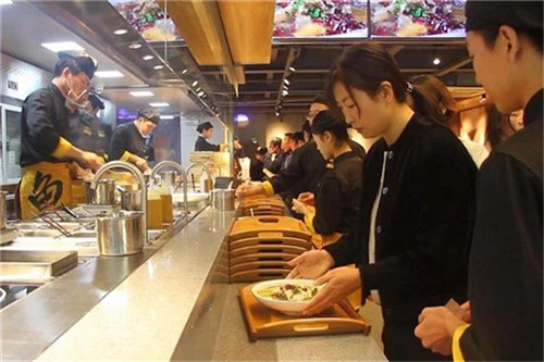 鱼你在一起酸菜鱼片饭加盟品牌如何用服务维护顾客