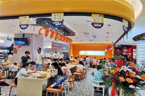 酸菜鱼快餐品牌店如何营造高人气?店内设计合理,让食客眼前一亮